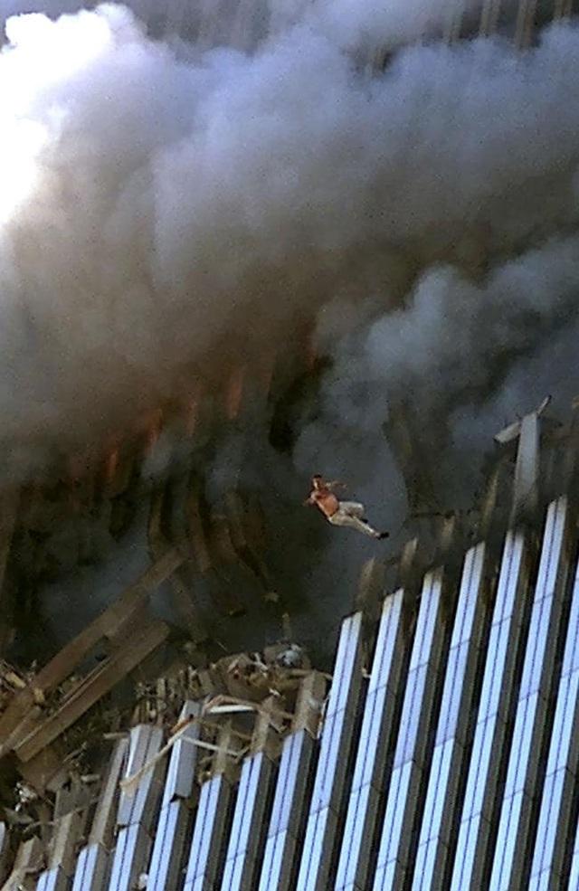 Nhìn lại những khoảnh khắc ám ảnh về vụ khủng bố 11/9 - 6