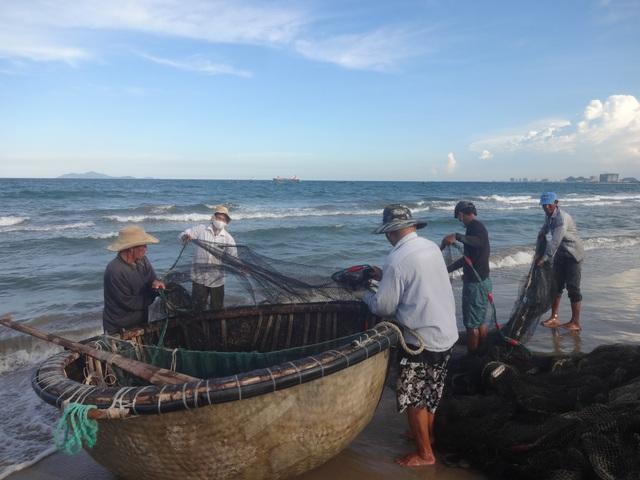 """Những """"mẻ lưới niềm vui"""" của ngư dân Đà Nẵng sau nới lỏng giãn cách xã hội - 2"""