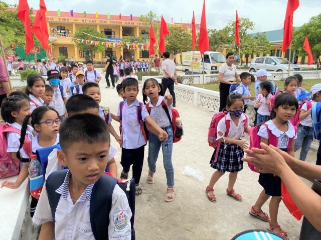 Ninh Bình: Nhiều học sinh đã trở lại trường sau khi phụ huynh phản đối - 1