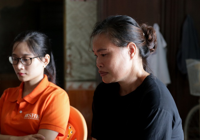 Báo Dân trí cùng Ngân hàng SHB trao sổ tiết kiệm giúp người phụ nữ ung thư - 4
