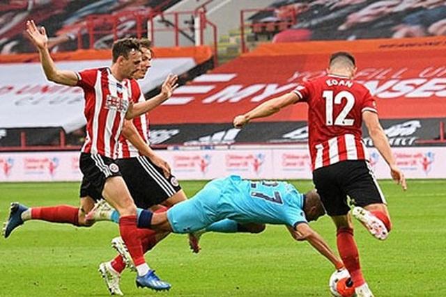 Premier League bãi bỏ luật việt vị bằng nách ở mùa giải mới - 2