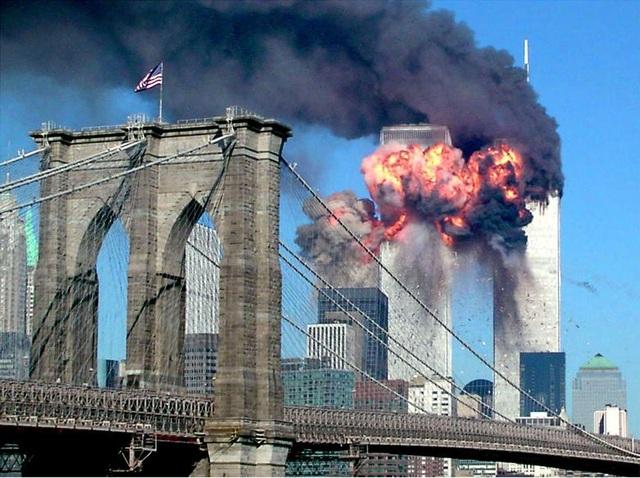Nhìn lại những khoảnh khắc ám ảnh về vụ khủng bố 11/9 - 1