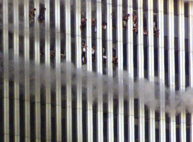 Nhìn lại những khoảnh khắc ám ảnh về vụ khủng bố 11/9 - 3