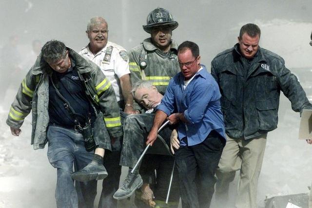 Nhìn lại những khoảnh khắc ám ảnh về vụ khủng bố 11/9 - 14