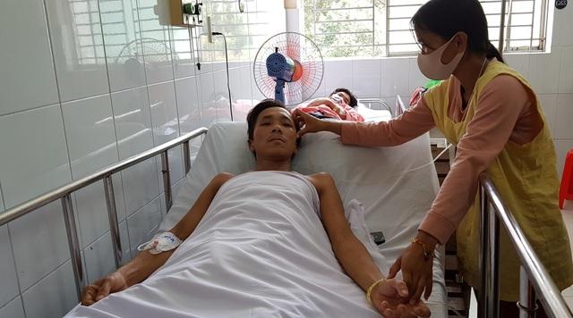 Kỳ tích cứu sống bệnh nhân ôm rắn hổ chúa đi cấp cứu - 3