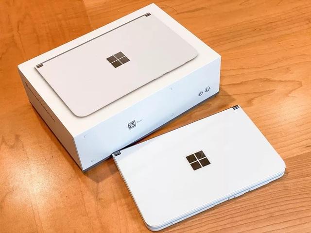 Chùm ảnh thực tế chiếc smartphone 2 màn hình Surface Duo của Microsoft - 2