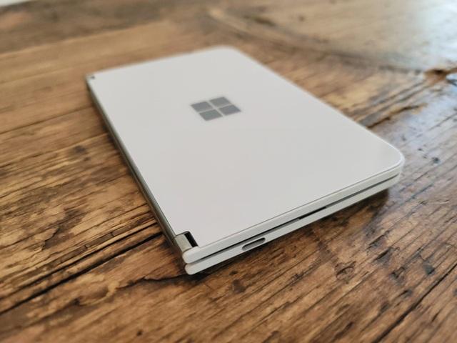 Chùm ảnh thực tế chiếc smartphone 2 màn hình Surface Duo của Microsoft - 14
