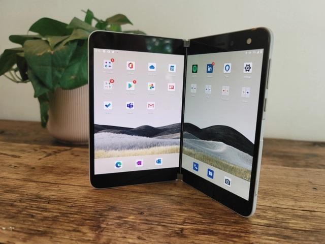 Chùm ảnh thực tế chiếc smartphone 2 màn hình Surface Duo của Microsoft - 1
