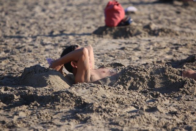 Nhịp sống sôi động đã trở lại trên bãi biển Đà Nẵng - 6