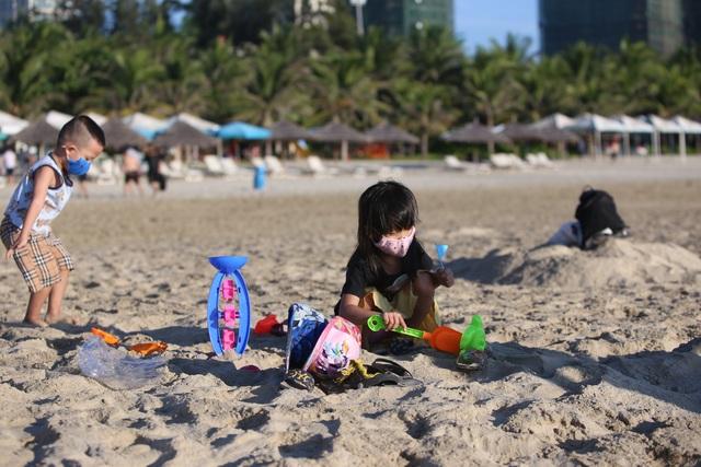 Nhịp sống sôi động đã trở lại trên bãi biển Đà Nẵng - 7