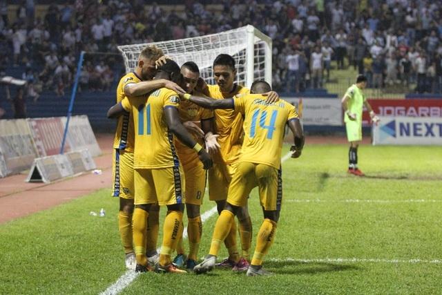HLV CLB Thanh Hóa thay cầu thủ phải xin phép Ban lãnh đạo? - 1