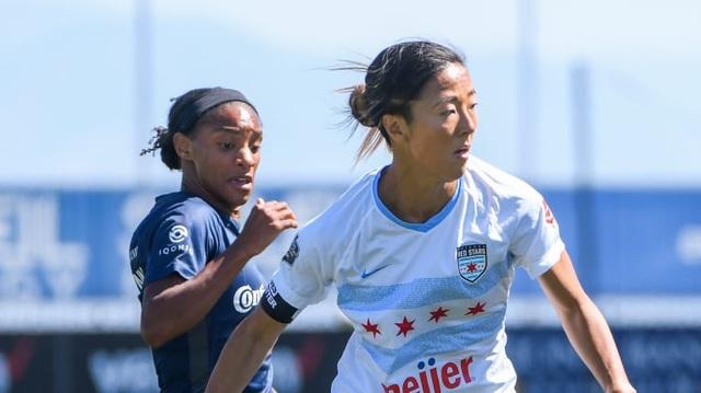 Nữ tuyển thủ từng vô địch World Cup đầu quân cho... đội bóng đá nam - 1