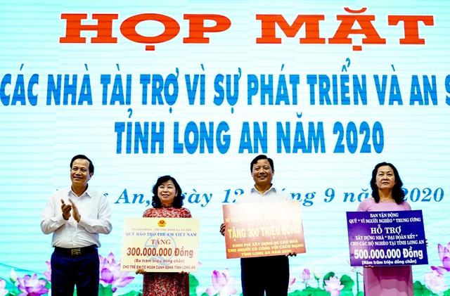 Bộ trưởng Đào Ngọc Dung tặng 300 triệu đồng giúp người có công xây nhà - 4