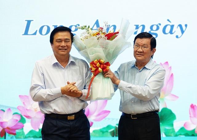 Bộ trưởng Đào Ngọc Dung tặng 300 triệu đồng giúp người có công xây nhà - 7