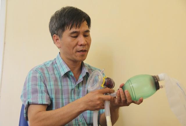 Phú Yên: Thầy giáo trường nghề sáng chế máy trợ thở - 1