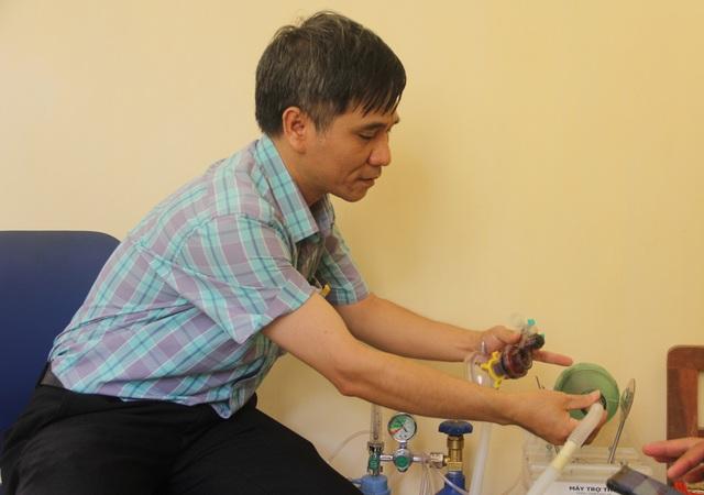 Phú Yên: Thầy giáo trường nghề sáng chế máy trợ thở - 7