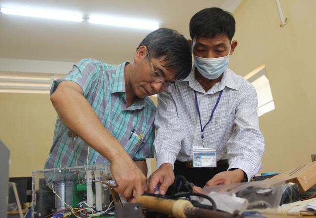 Phú Yên: Thầy giáo trường nghề sáng chế máy trợ thở - 3
