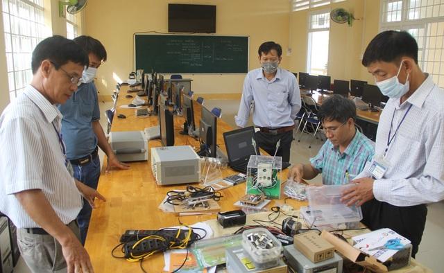 Phú Yên: Thầy giáo trường nghề sáng chế máy trợ thở - 2