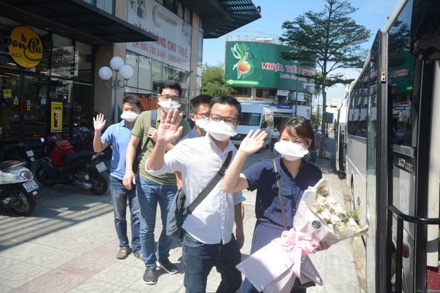 Những y, bác sĩ tình nguyện cuối cùng rời Đà Nẵng - 4