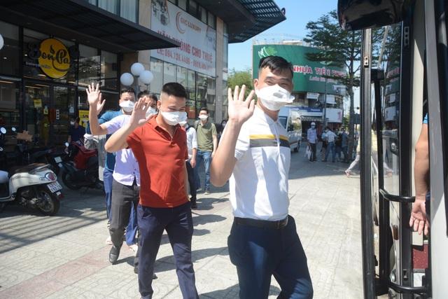Những y, bác sĩ tình nguyện cuối cùng rời Đà Nẵng - 3