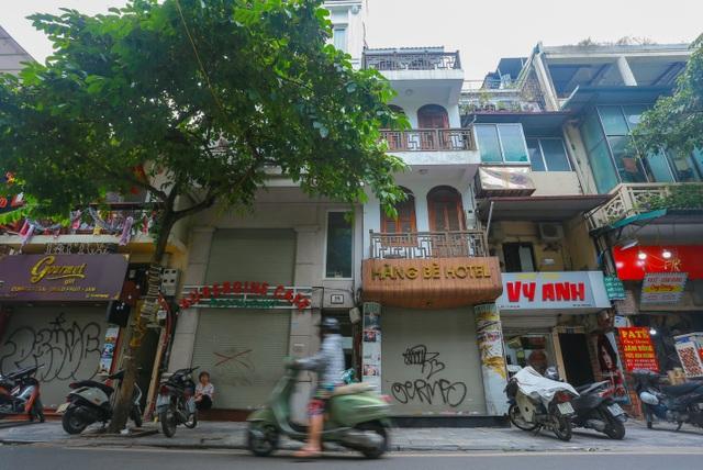 Buốt ruột vì vắng khách, chủ khách sạn phố cổ Hà Nội rao bán trăm tỷ đồng - 1