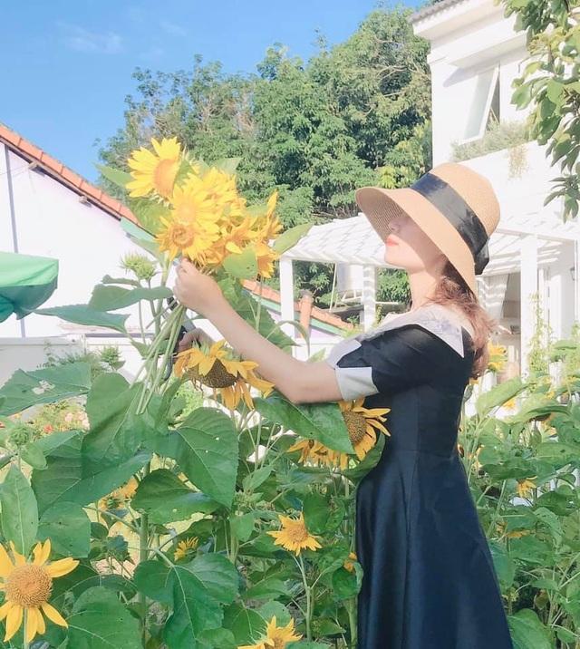 Biệt thự nhà vườn ngập tràn các loại hoa của gia đình ở Bình Dương - 11