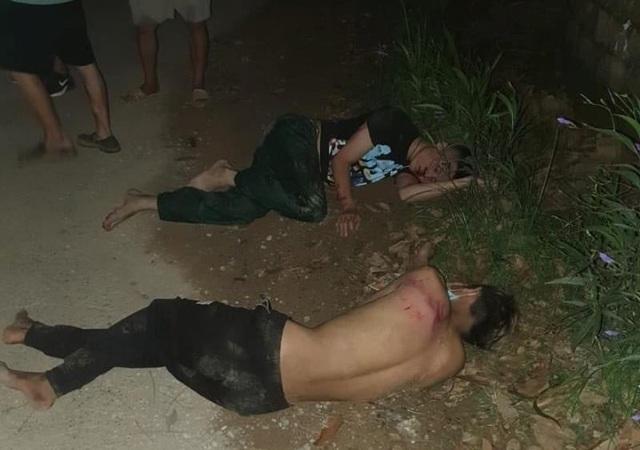 Dân vây đánh nhừ tử 3 đối tượng trộm chó  - 1