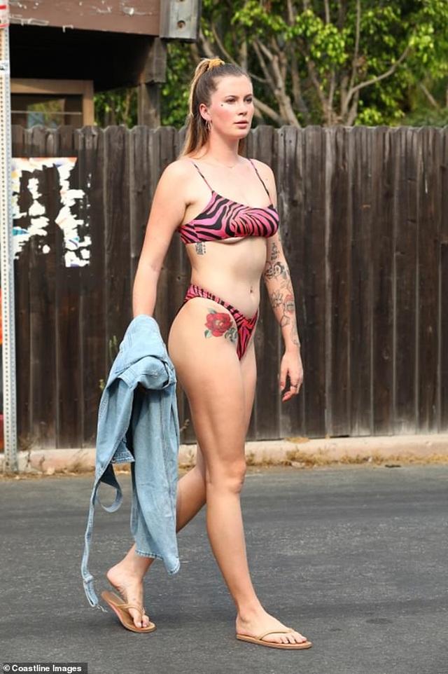 Ireland Baldwin diện áo tắm khoe loạt hình xăm khủng - 2