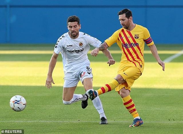Messi chủ động nhường quyền đá phạt đền cho Griezmann - 7