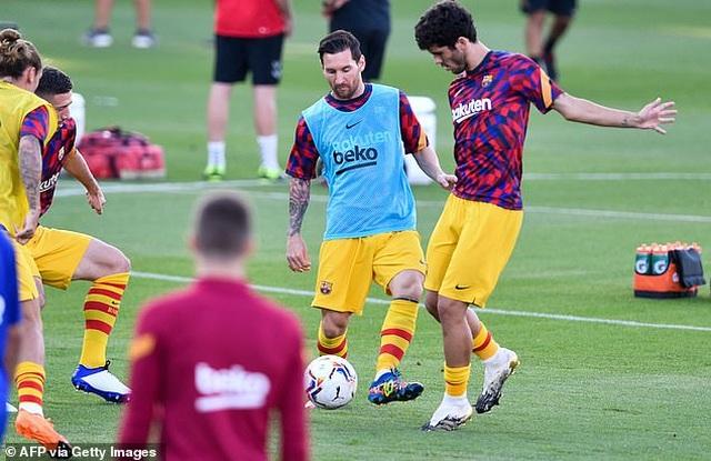 Messi chủ động nhường quyền đá phạt đền cho Griezmann - 3