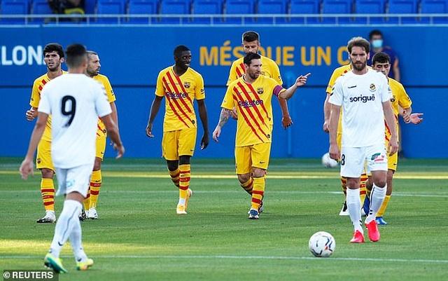 Messi chủ động nhường quyền đá phạt đền cho Griezmann - 4