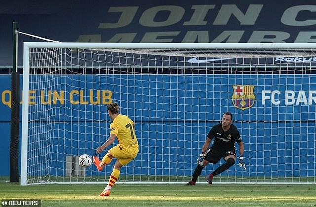 Messi chủ động nhường quyền đá phạt đền cho Griezmann - 5