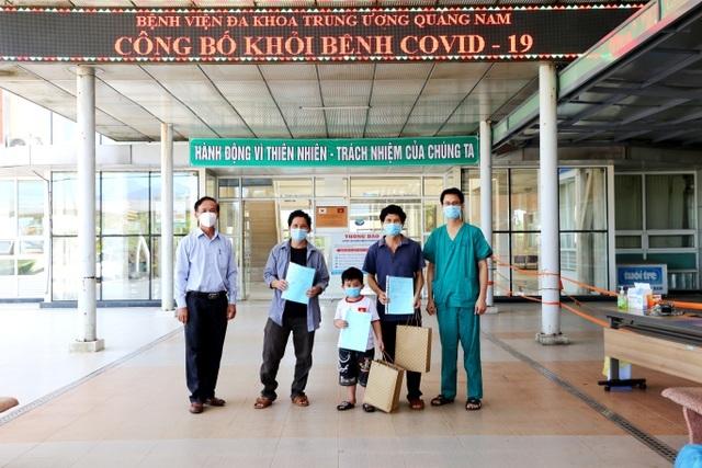 Hai bệnh nhân mắc Covid-19 nặng, trên 80 tuổi được công bố khỏi bệnh - 3
