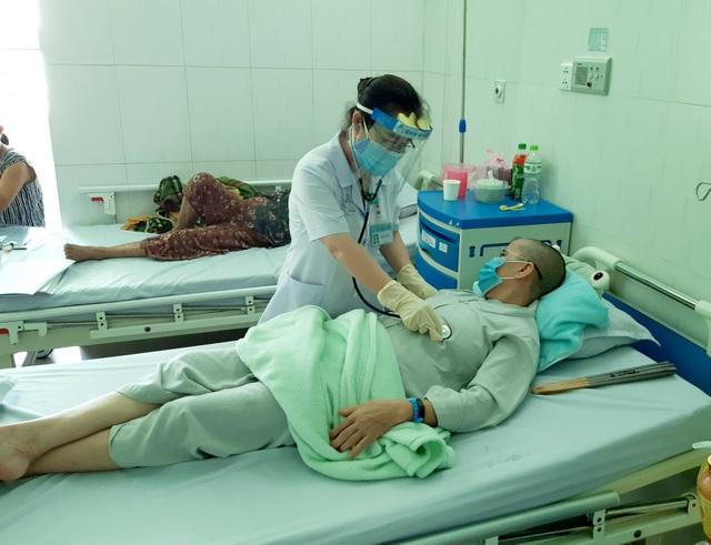 2 bệnh nhân ngộ độc pate Minh Chay ở Quảng Nam xuất viện - 1