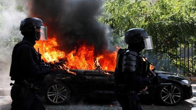 Paris lại rực lửa biểu tình Áo vàng - 1
