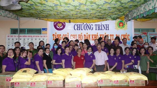 Phu nhân nguyên Chủ tịch nước tặng 1.000 phần quà cho người nghèo - 3