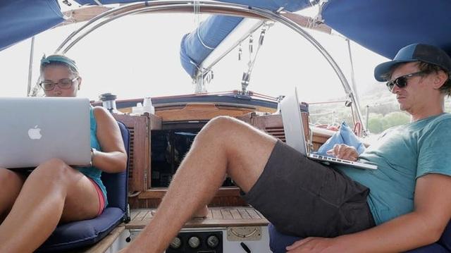"""Hành trình 25 ngày xuyên Đại Tây Dương """"không như mơ"""" của cặp vợ chồng trẻ - 2"""