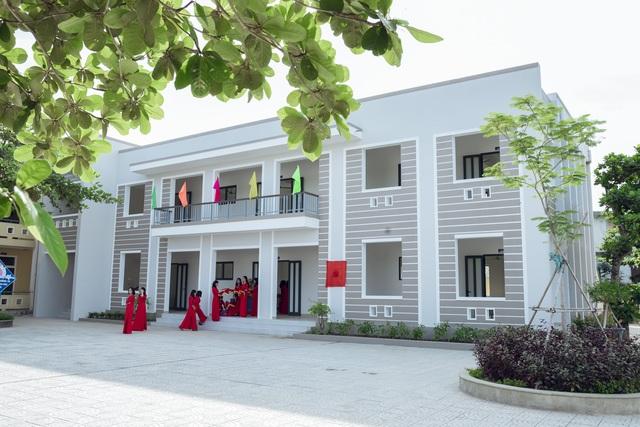 Hai cựu học sinh chi 3 tỷ đồng giúp trường THCS xây 4 phòng học - 2