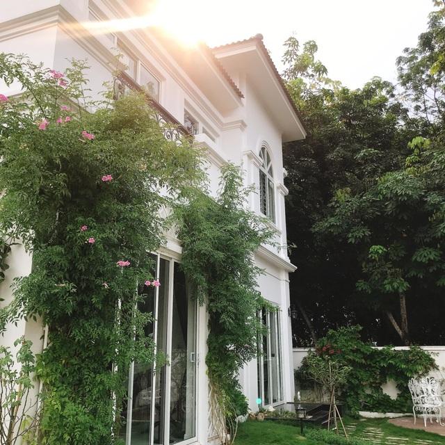Biệt thự nhà vườn ngập tràn các loại hoa của gia đình ở Bình Dương - 1