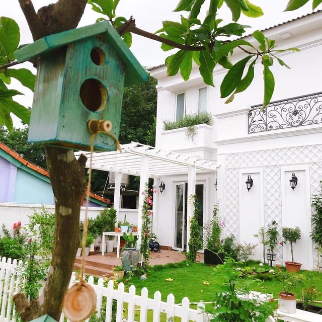 Biệt thự nhà vườn ngập tràn các loại hoa của gia đình ở Bình Dương - 2