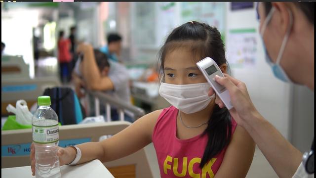 Nạn nhân nghi ngộ độc thực phẩm tại trường học tiếp tục gia tăng - 2