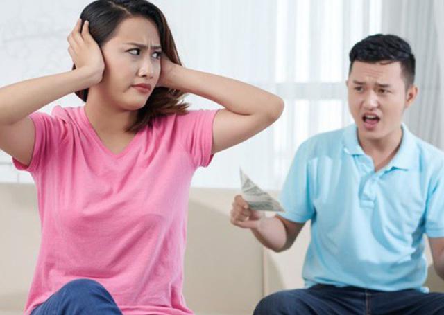 Bố mẹ ngỏ ý muốn con gái chu cấp tiền, con rể nói 1 câu tê tái - 1