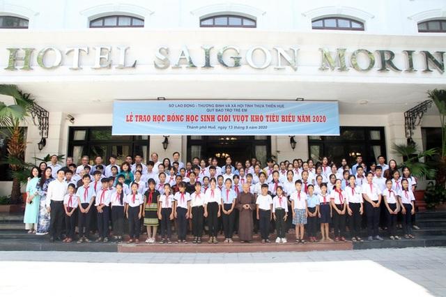 Sở LĐ-TBXH Thừa Thiên Huế trao học bổng 100 học sinh vượt khó học giỏi - 2