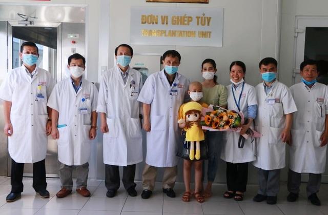 Bé gái 8 tuổi được ghép tế bào gốc tự thân thành công - 2