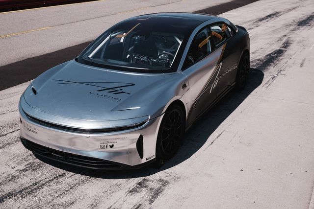 Sedan thể thao chạy điện Lucid Air - đối thủ cực gắt của Tesla - 1
