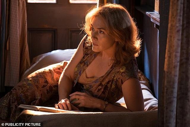 Lý do Kate Winslet nằm trong cốp xe xem nữ diễn viên 19 tuổi đóng cảnh nóng - 2