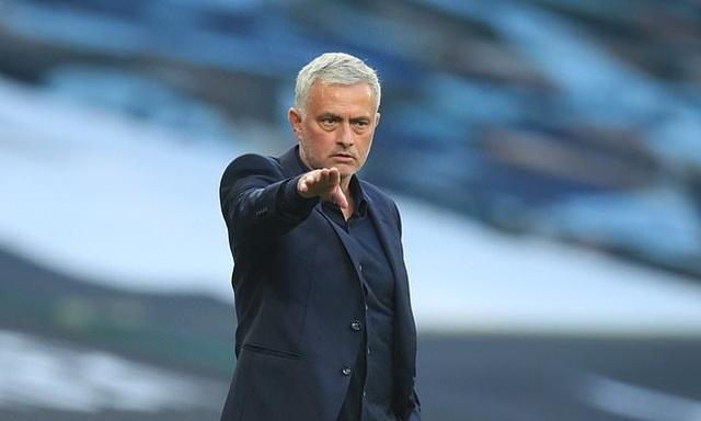 HLV Mourinho nổi điên sau thất bại của Tottenham - 1