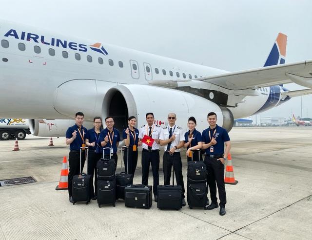 Đưa 360 người Việt từ Singapore về nước - 1