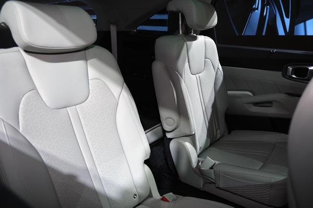 Chi tiết Kia Sorento 2021: xe Hàn Quốc có gì với giá cao nhất 1,349 tỷ? - 9