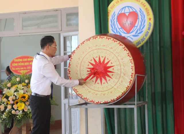 """Xúc động lễ khai giảng muộn của 45 """"vầng trăng khuyết"""" tỉnh Đắk Nông - 2"""